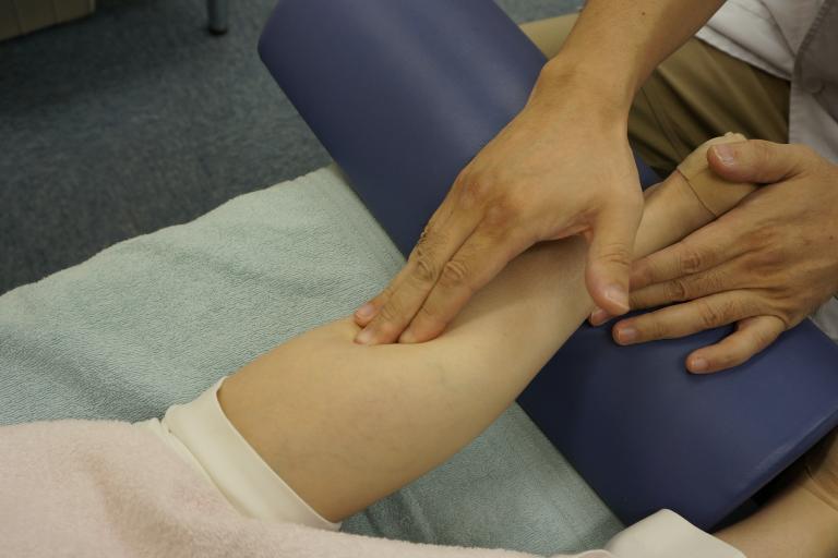 いろは式筋膜リリース施術で筋膜のつっぱりを取り除く